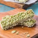 For you who are a sweettooth will love this Almond Matcha Rice Crispy Bar. Crunchy and sweet snack.