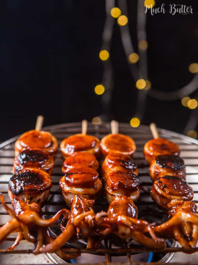 Are you fan of seafood? You must try this grilled squid hotdog skewer recipe! Besides the good taste, grilled squid hotdog skewer also has a unique shape.