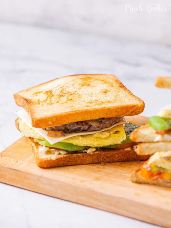 Kiwi beef toast is the roast beef in a toast with kiwi sauce dressing. I believe you can not deny this signature Korean street style toast. It is creamy, sweet, and savory. The perfect toast for your breakfast!