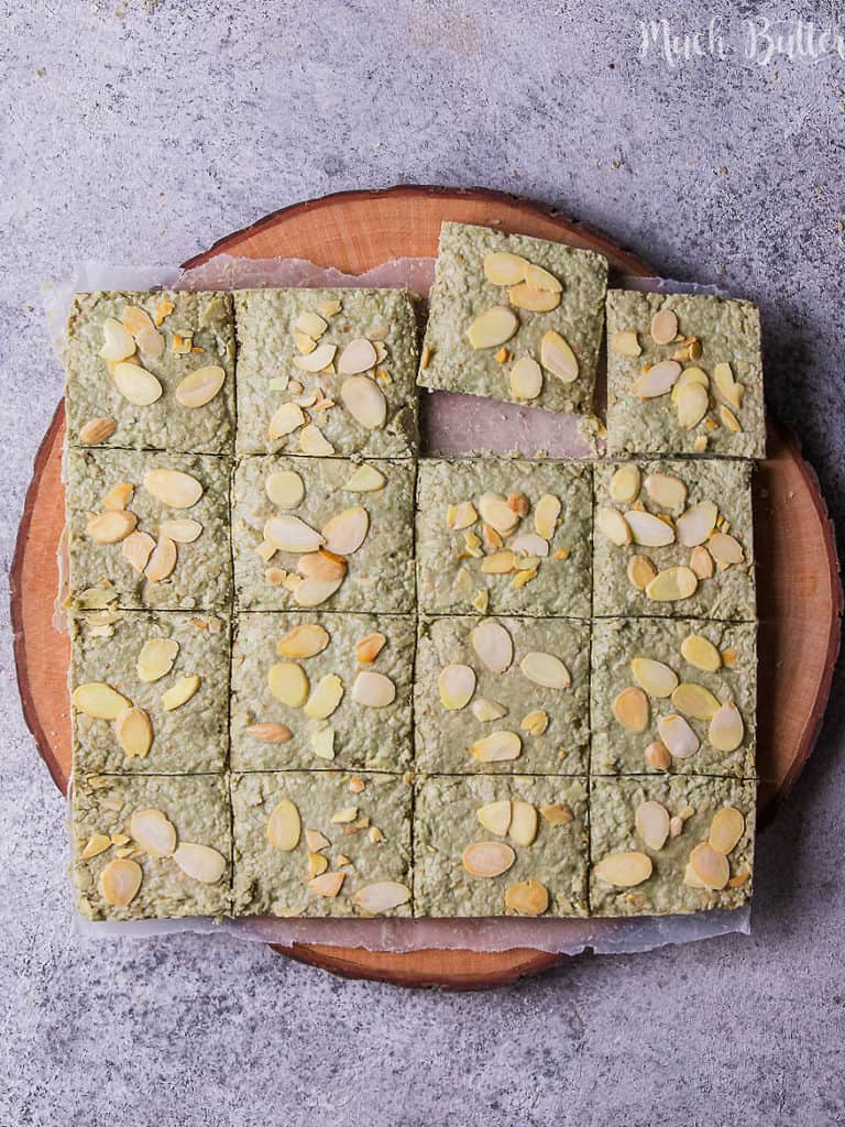 Chocolate matcha oat bar is a green, crunchy, and tasty snack. It is a mixture bar of matcha powder or green tea powder, oats, chocolate, and almond.  A simple snack for your afternoon slump! Give a shot for this green and less sugar bar.