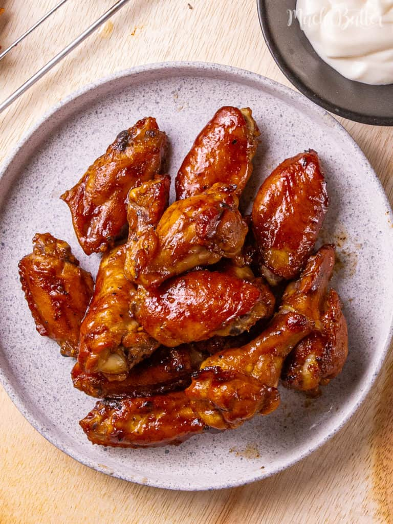 Do you need some perfect appetizer or finger food for your game days or parties? Baked BBQ chicken wings are the answer! These wings have crispy skin outside and tender and juicy meat inside. In these wings, you can taste savory, sweet, and flavorful. Using an oven than a stove, they become an easy and quick recipe. Please wink at the baked barbecue chicken wings!