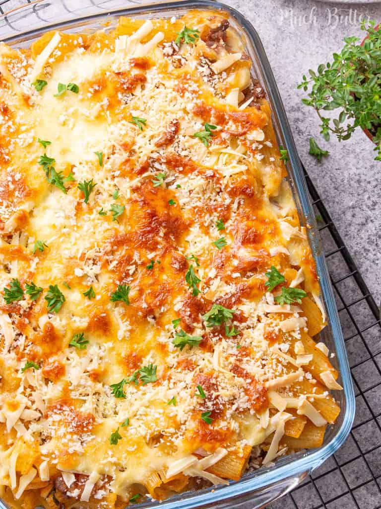 Make easy and delicious bolognese rigatoni pasta casserole to please your family. It is so cheesy, flavorful, and meaty in a casserole. It is a great option for you who want to get a quality pasta restaurant right at home.