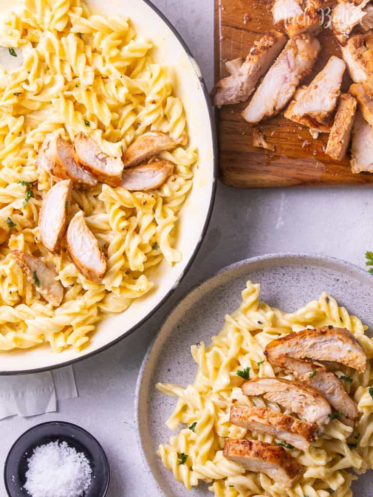 I need weeknight pasta this time. Chicken alfredo fusilli pasta becomes my comfort food choice. With the simple steps, you can get flavorful fusilli pasta with crispy fried chicken. So creamy and cheesy chicken alfredo. Yum!