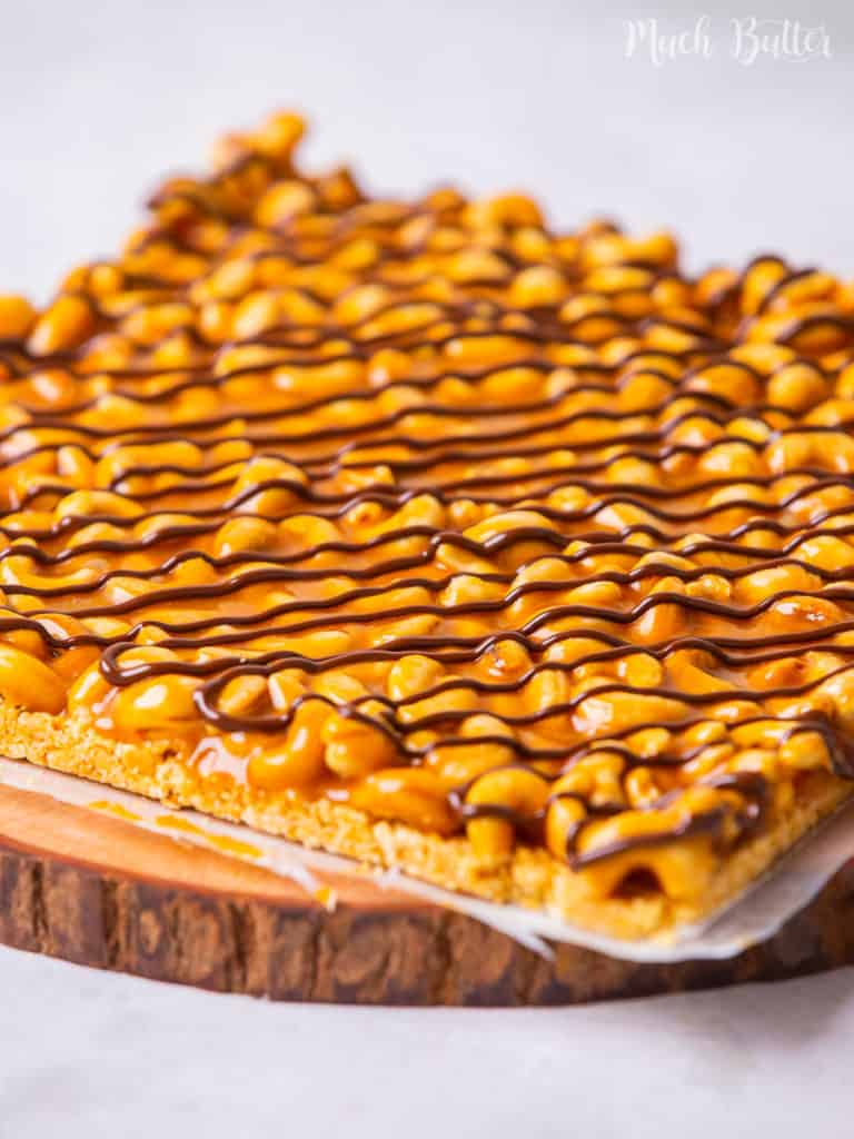Any easy and simple salty and sweet snacks? Check out this no-bake caramel cashew bars recipe. The crunchy cashew meet the gooey caramel in a perfect blend of energy bar. This bar will be the perfect and delightful treat to enjoy the day!