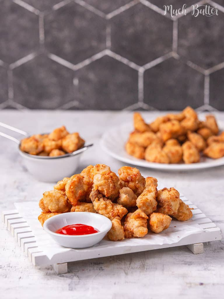 An easy and simple recipe for juicy and crispy popcorn chicken. A bite-sized snack with a low budget, will be a family and kids-friendly